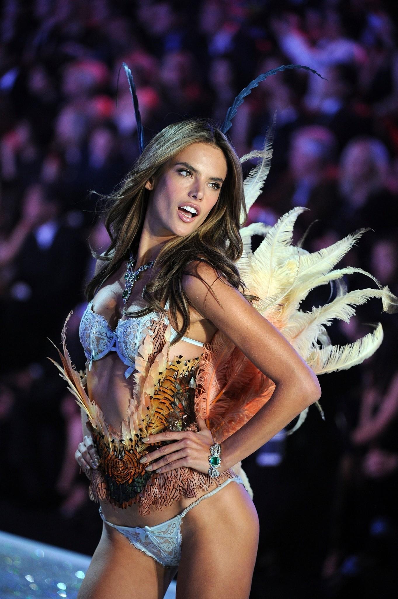 be454600895 Victoria s Secret Fashion Show 2013 - Chicago Tribune