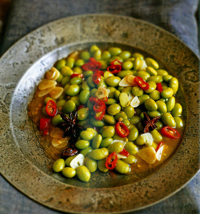 Chile-hot bright green soybeans with garlic