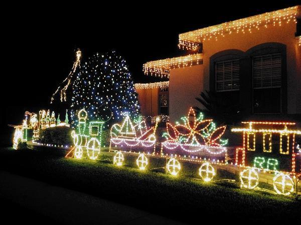 Christmas Bush Lights.Christmas Light Displays In Central Florida Tribunedigital