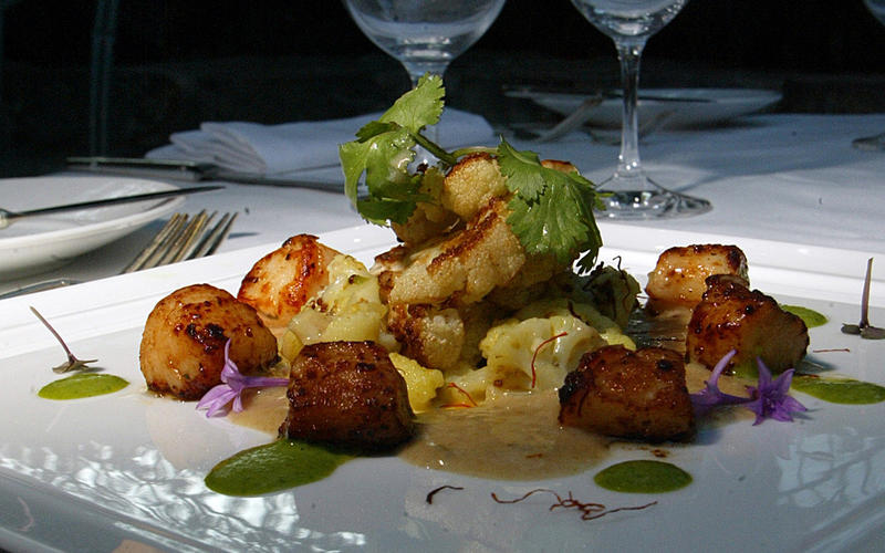 Scallops with Indian-spiced cauliflower