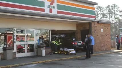Car crashes Into 7-Eleven Store   Video - Daily Press