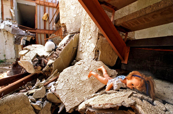 A Doll Lies Amid The Rubble In An Area Of Northridge Meadows Where Several Bos Were Found After Quake Richard Derk Los Angeles Times More Photos