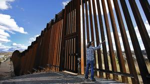 Border fence is musician's wall of sounds
