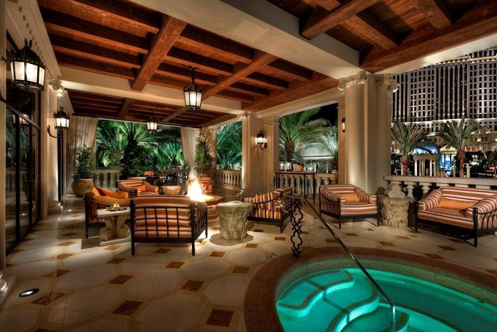 Las Vegas Live Like An Emperor At Caesars Villa For 25k