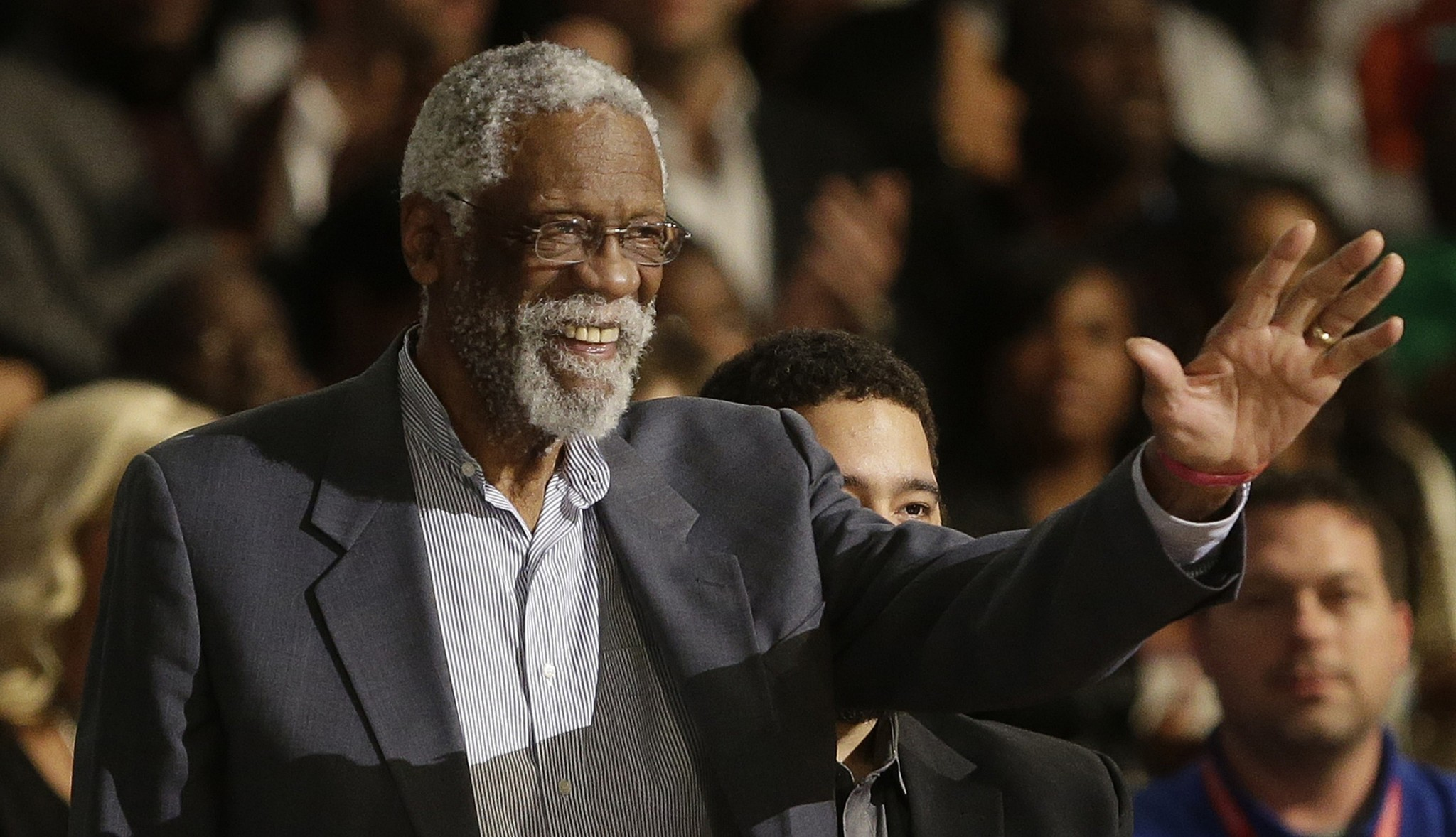 Bill Russell accepts Hall of Fame ring more than 40 years after being inducted