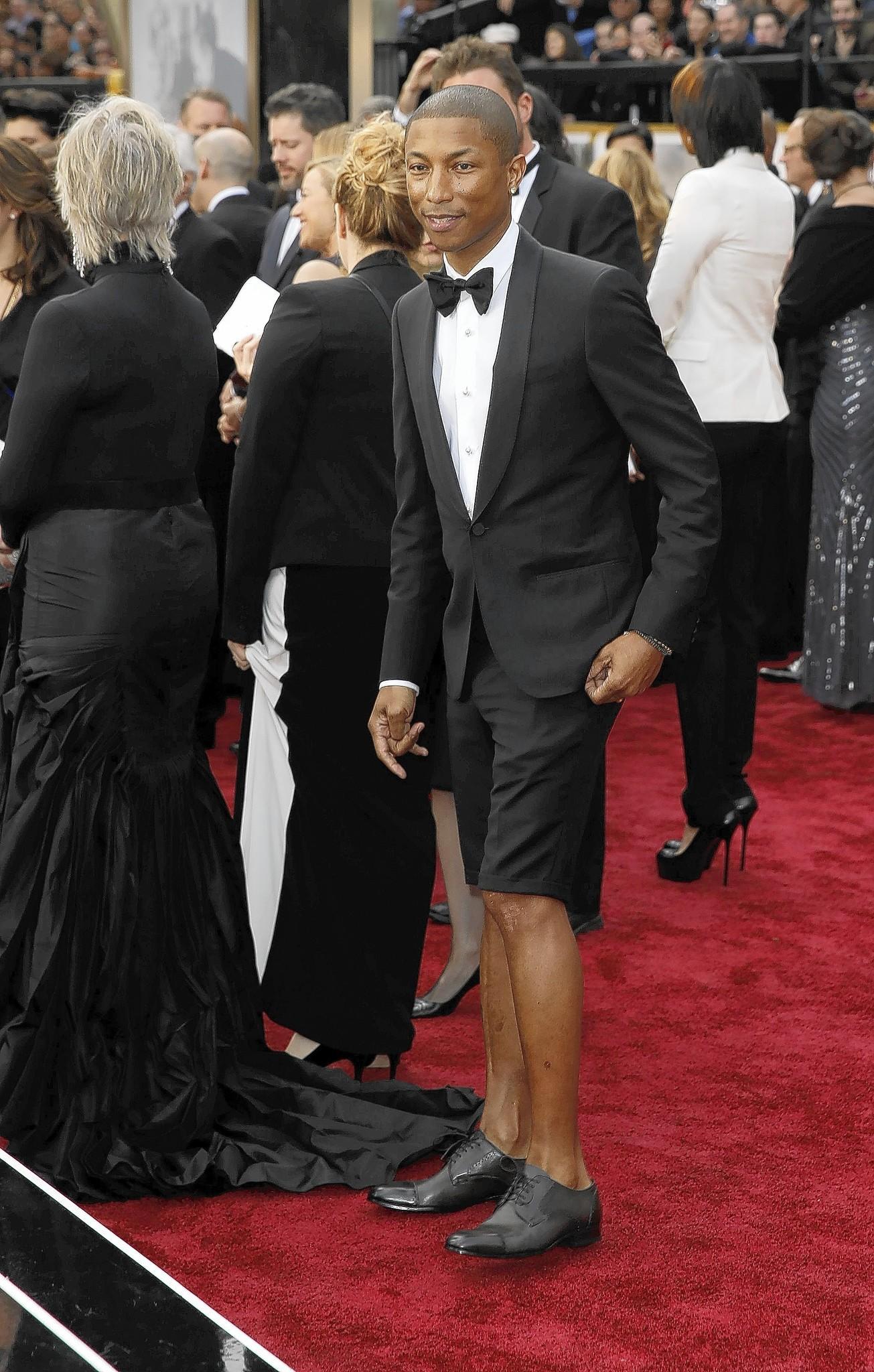 Oscars 2014: Ellen DeGeneres passes Pharrell's hat for ...