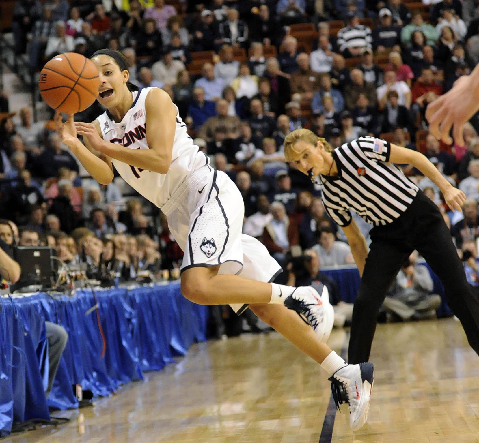 Pictures: UConn Women Vs. Louisville, AAC Final - Chicago Tribune