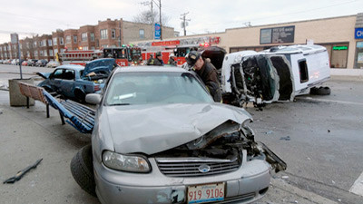 2 seriously injured in Far South Side traffic crash