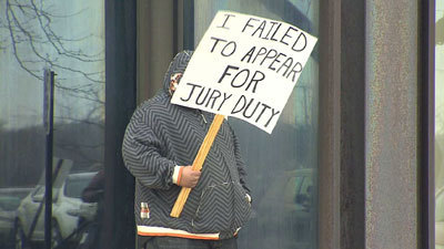 Reluctant juror parades with court-ordered sign - Chicago