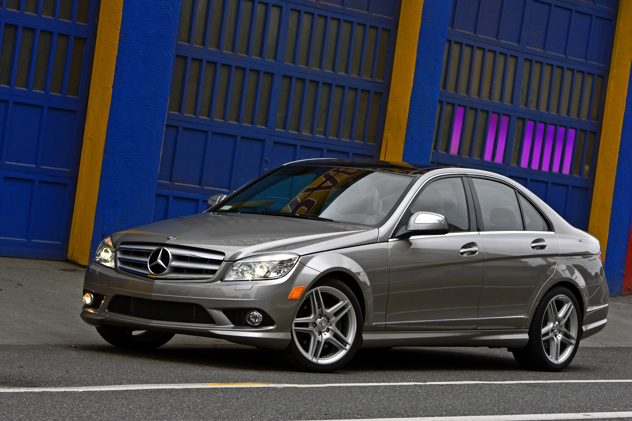 mercedes benz recalls 284 000 c class cars in u s and canada la times. Black Bedroom Furniture Sets. Home Design Ideas