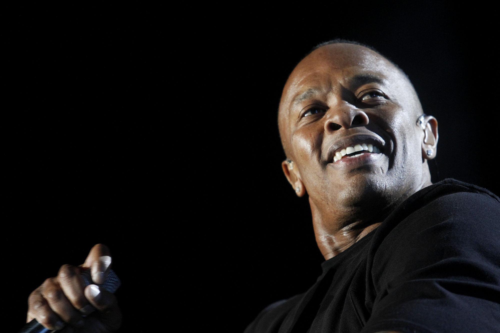 Did Dr. Dre Confirm $3.2-billion Apple Deal With A Selfie
