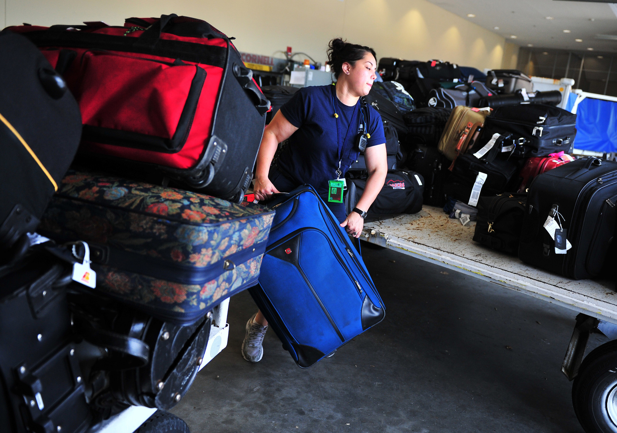 United Check Bag Fee Airlines Make Less On Bag Fees While Promoting Credit