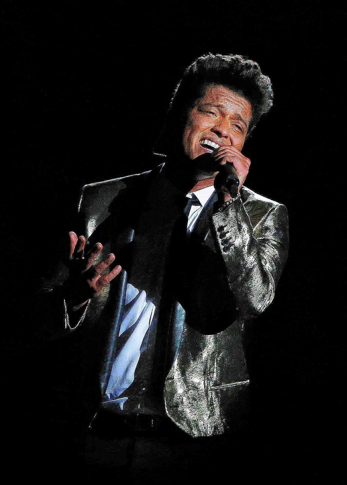bruno mars concert review at tinley park chicago tribune bruno news newslocker. Black Bedroom Furniture Sets. Home Design Ideas