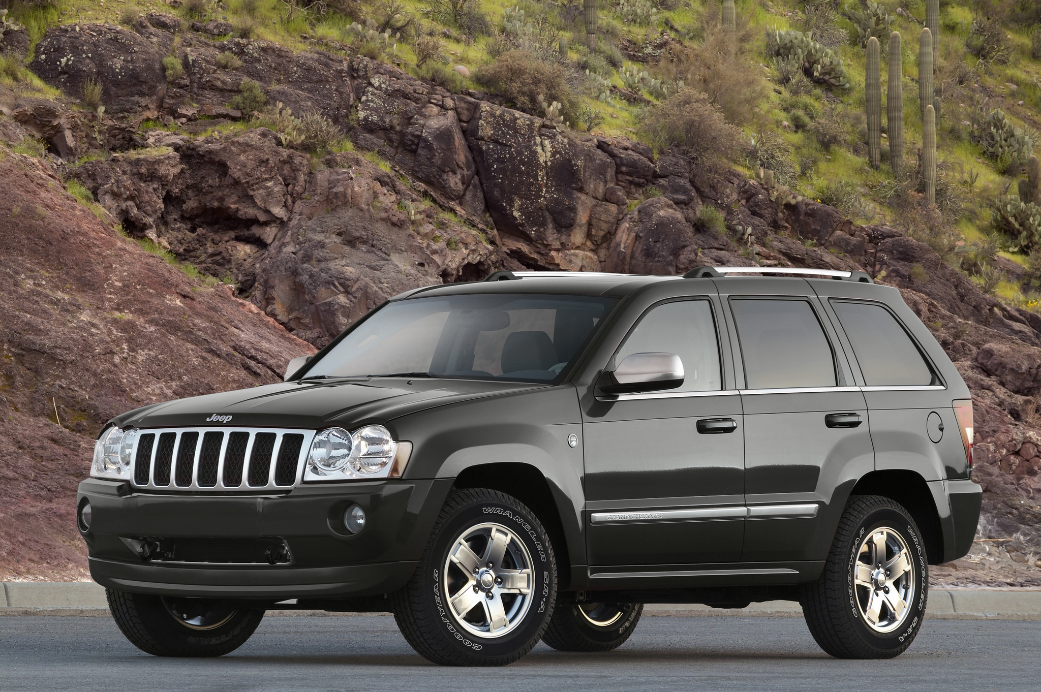 chrysler announces recall of up to 800 000 jeep suvs la times. Black Bedroom Furniture Sets. Home Design Ideas