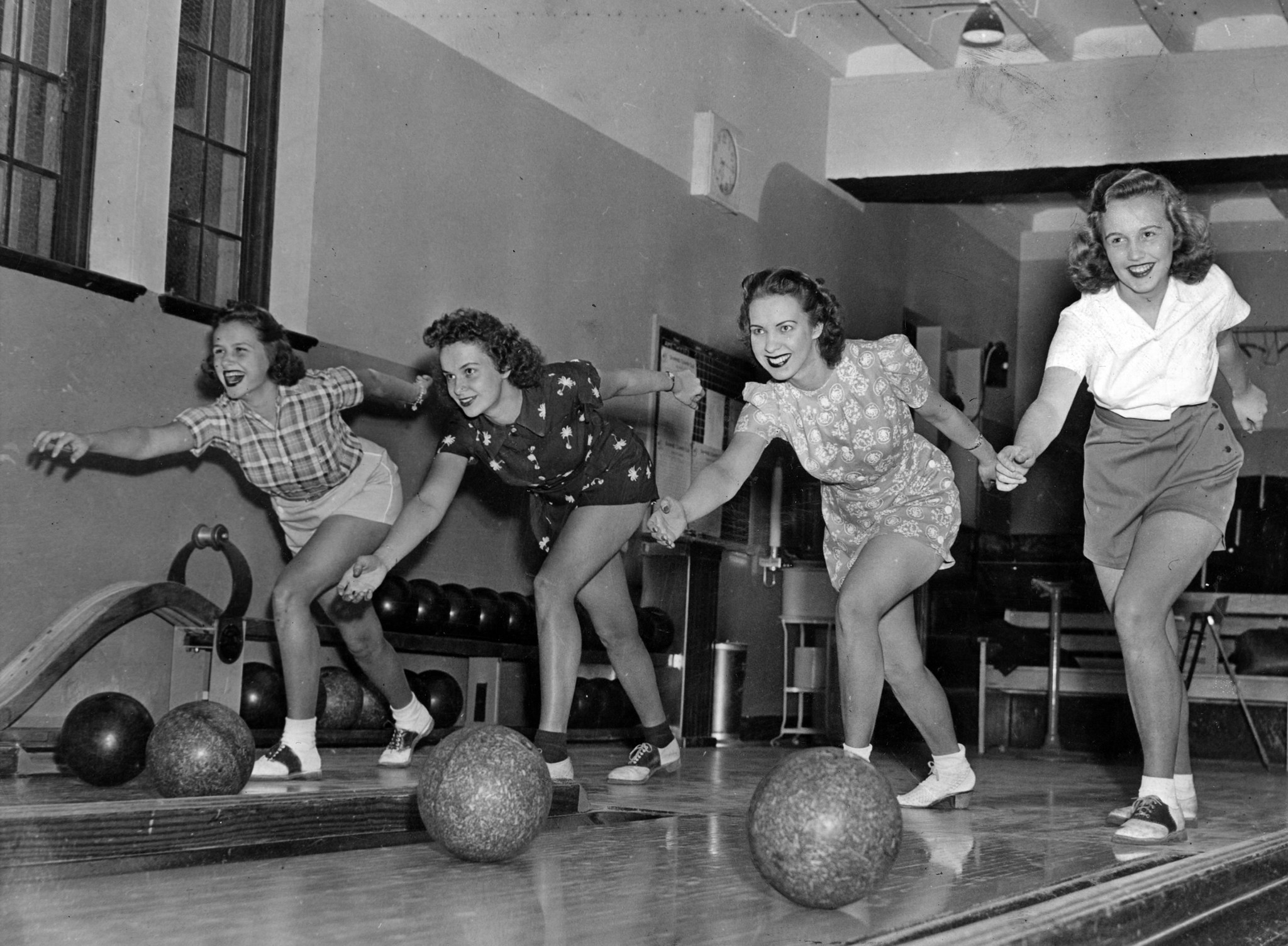 Bowling Then And Now Chicago Tribune