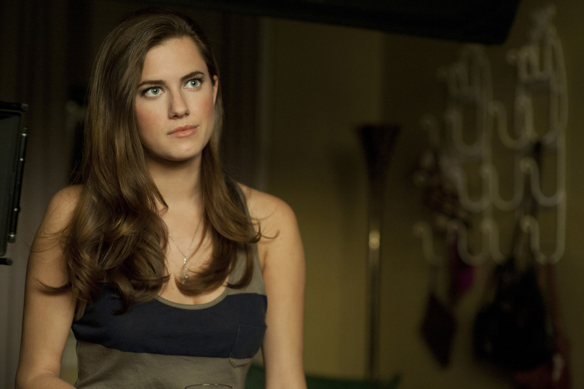 Allison Williams in 'Peter Pan' continues a cross-dressing ...