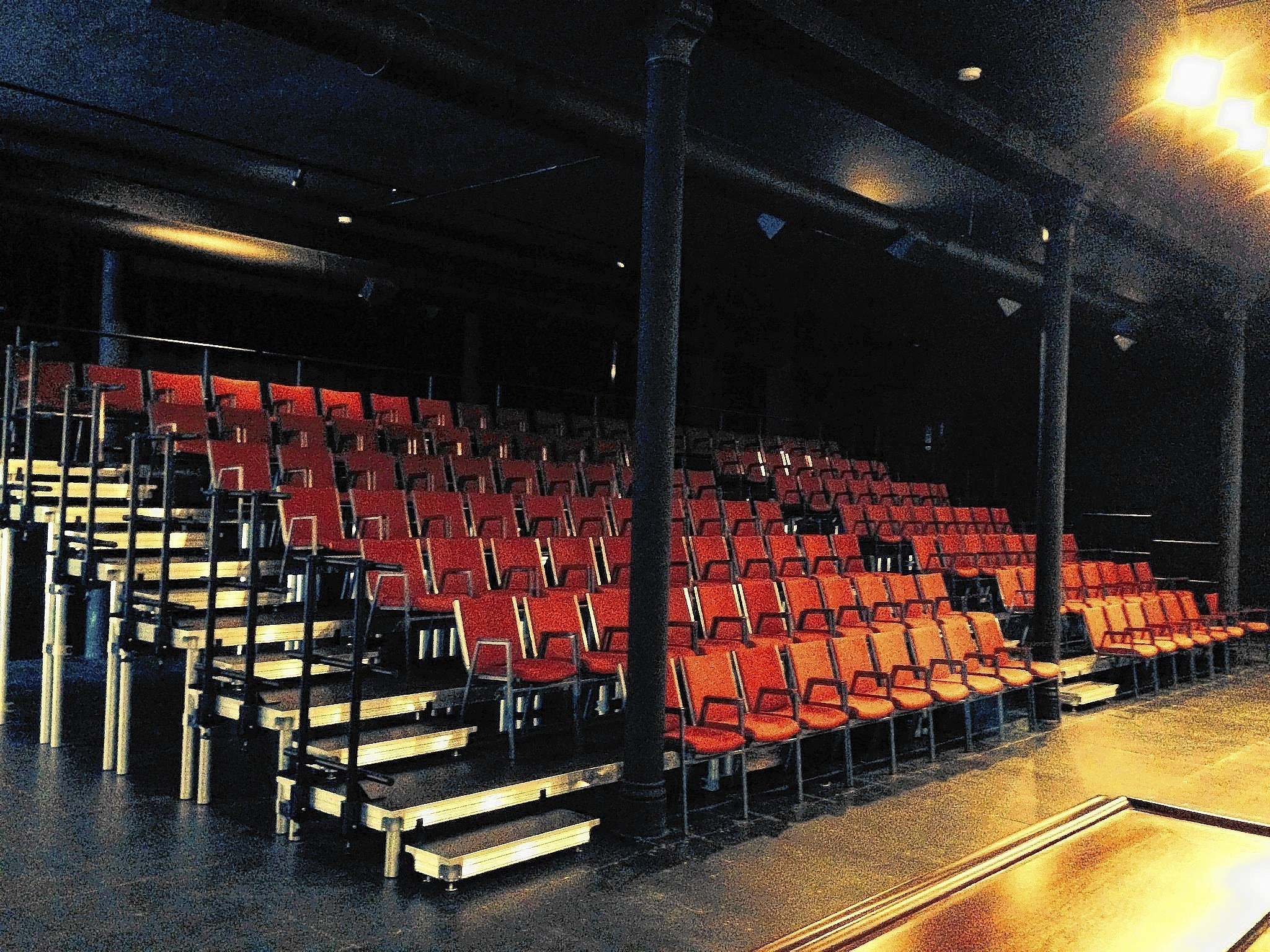 Den Theatre Renovations Are A Game Changer Chicago Tribune