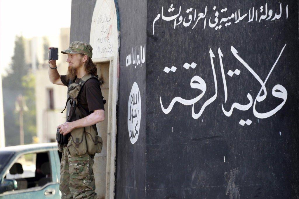 Syrian raids kill eighteen