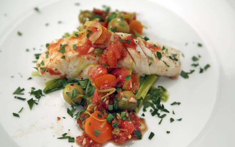 Halibut with leeks, tomatoes and olives