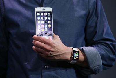 Apple preorders break record