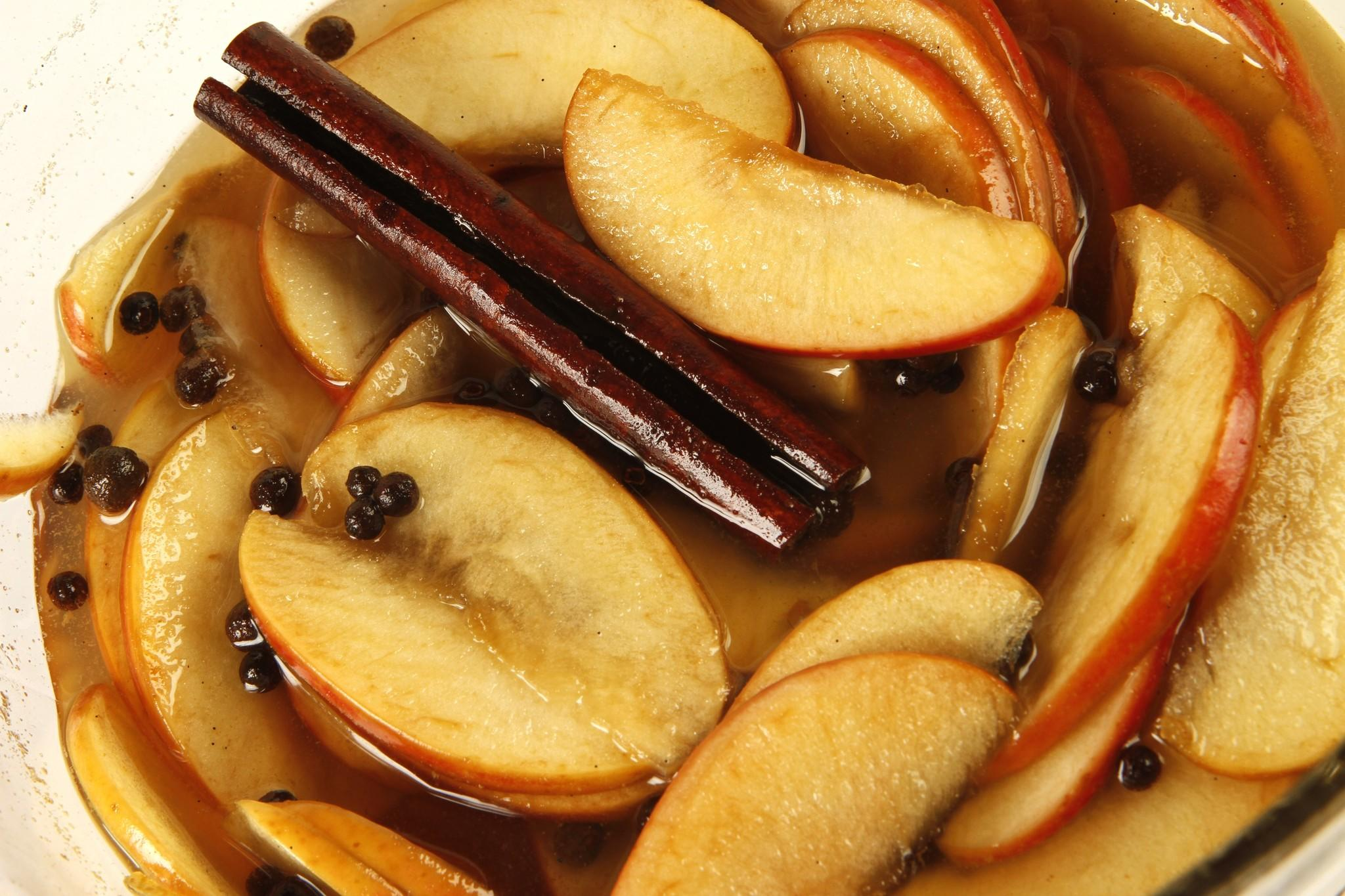 Quick pickled apples