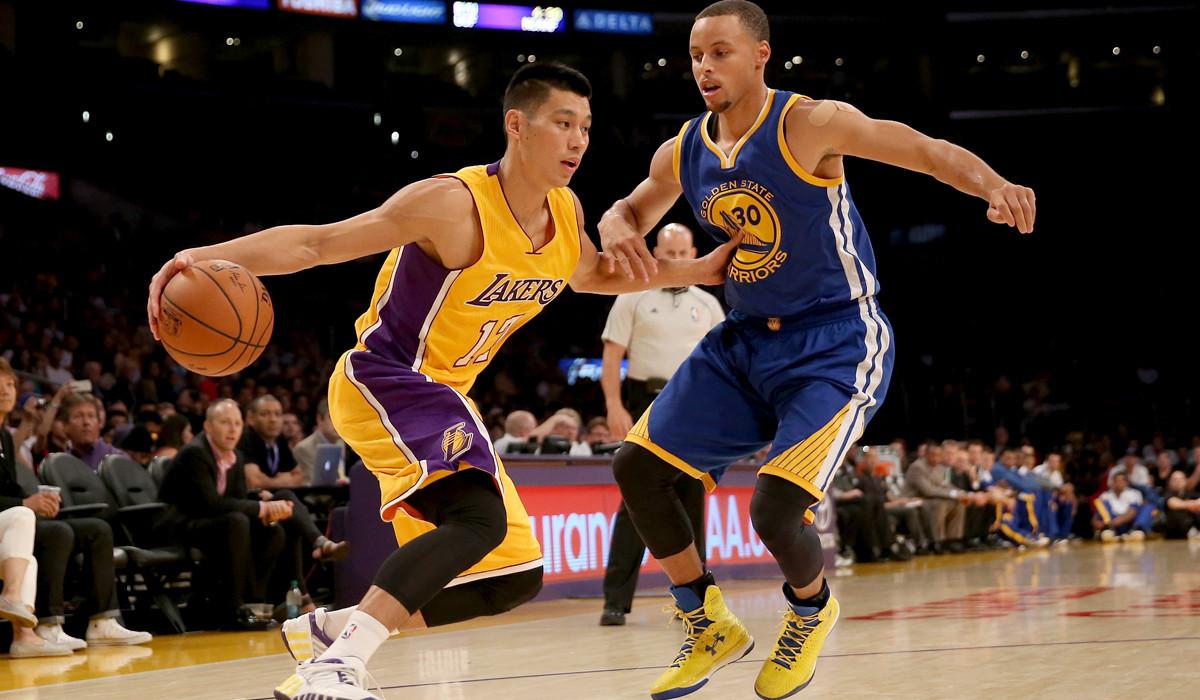 Jeremy Lin: La-sp-ln-jeremy-lin-sprains-left-ankle-20141011
