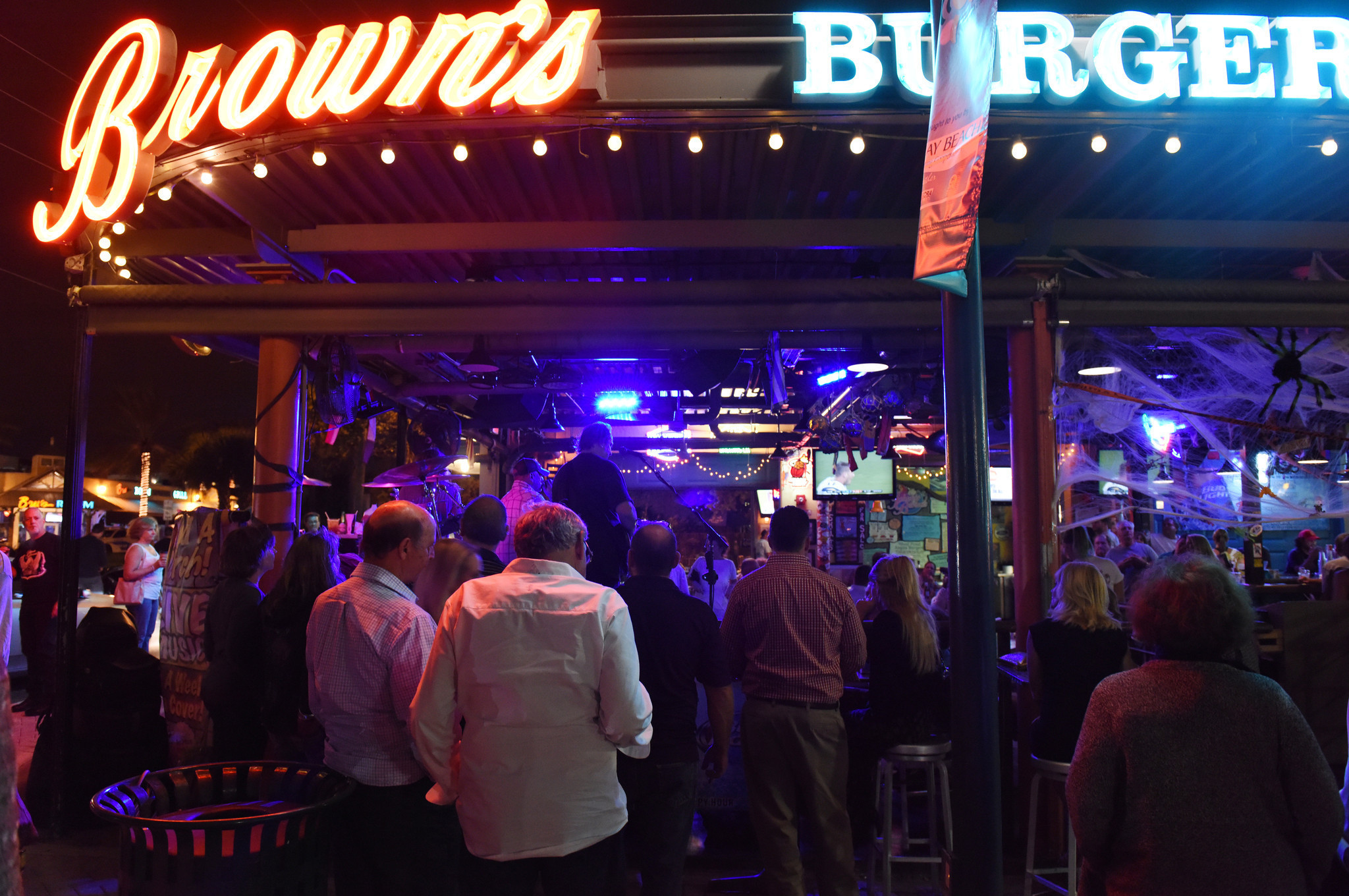 Delray Discusses Ways To Keep Downtown Night Life Thriving Sun Sentinel
