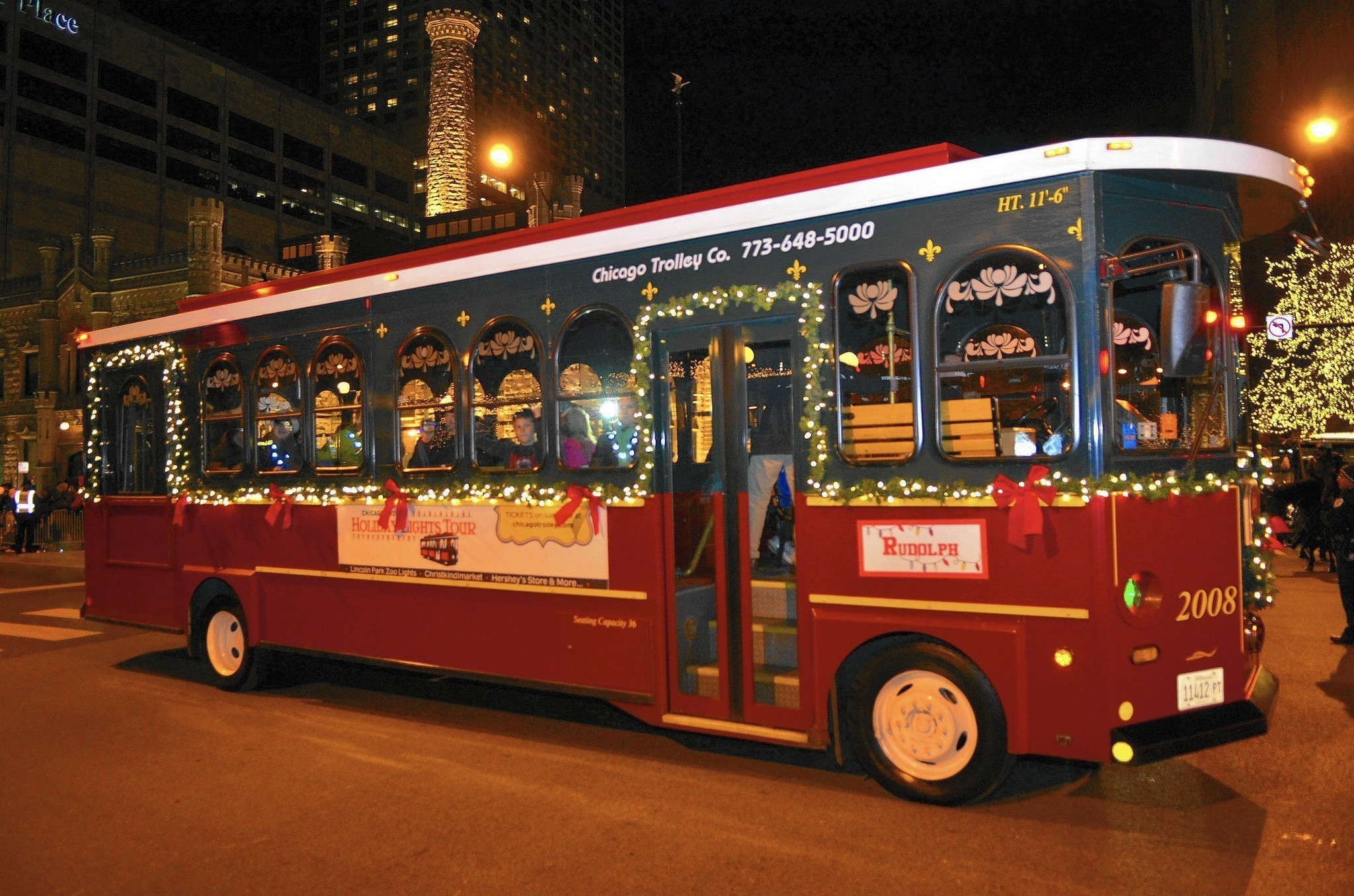 All Aboard The Holiday Lights Trolley Chicago Tribune