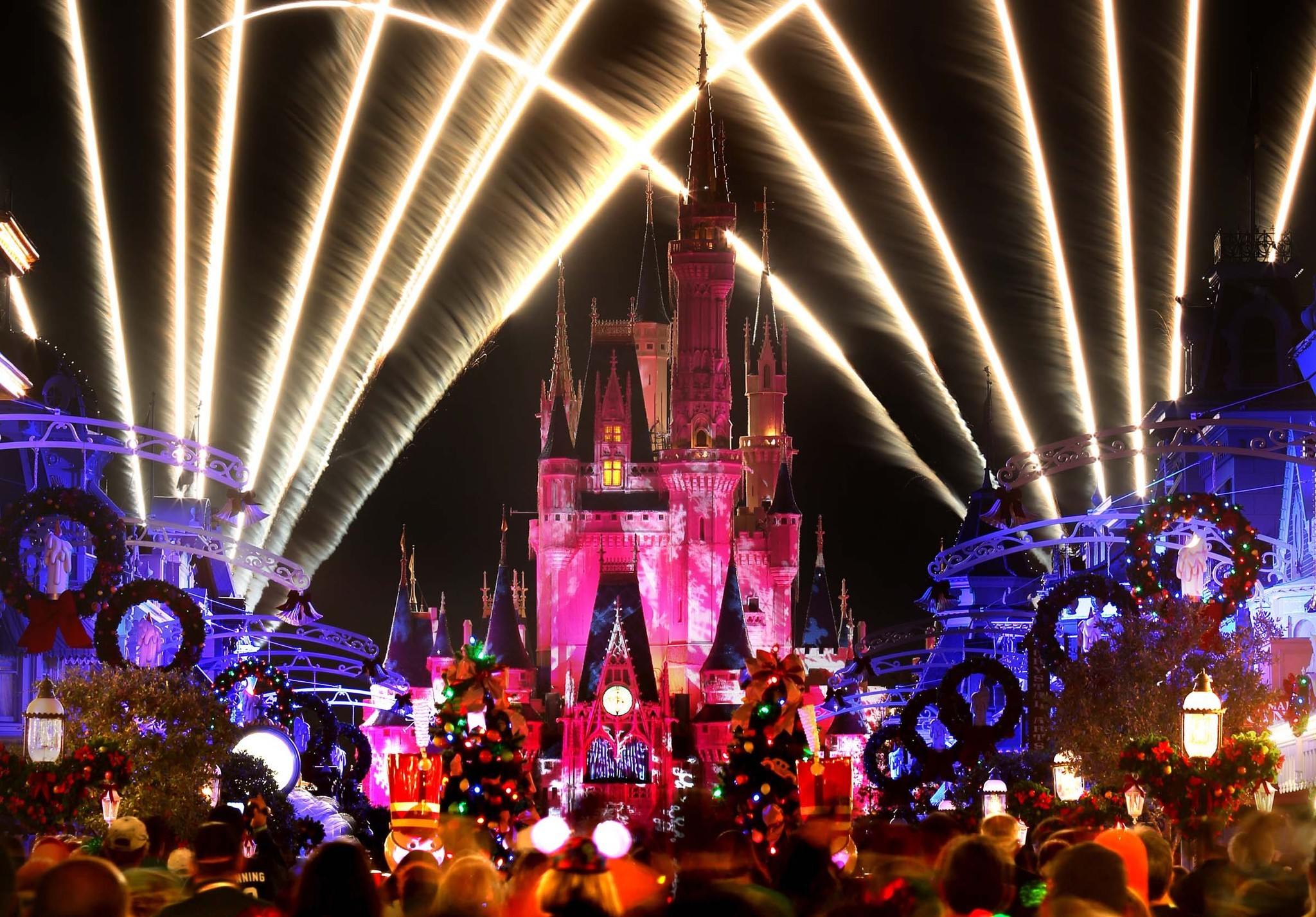 pictures disneys fireworks spectacular holiday
