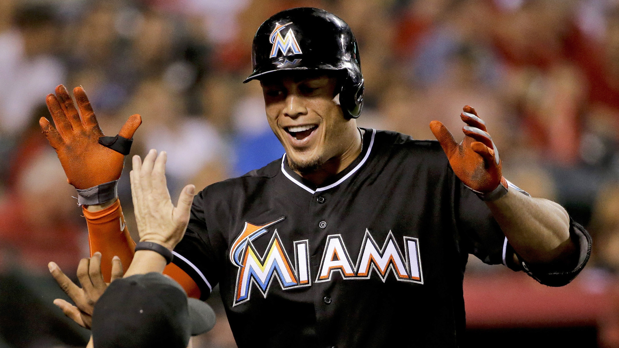Giancarlo Stanton agrees to $325-million contract with ...