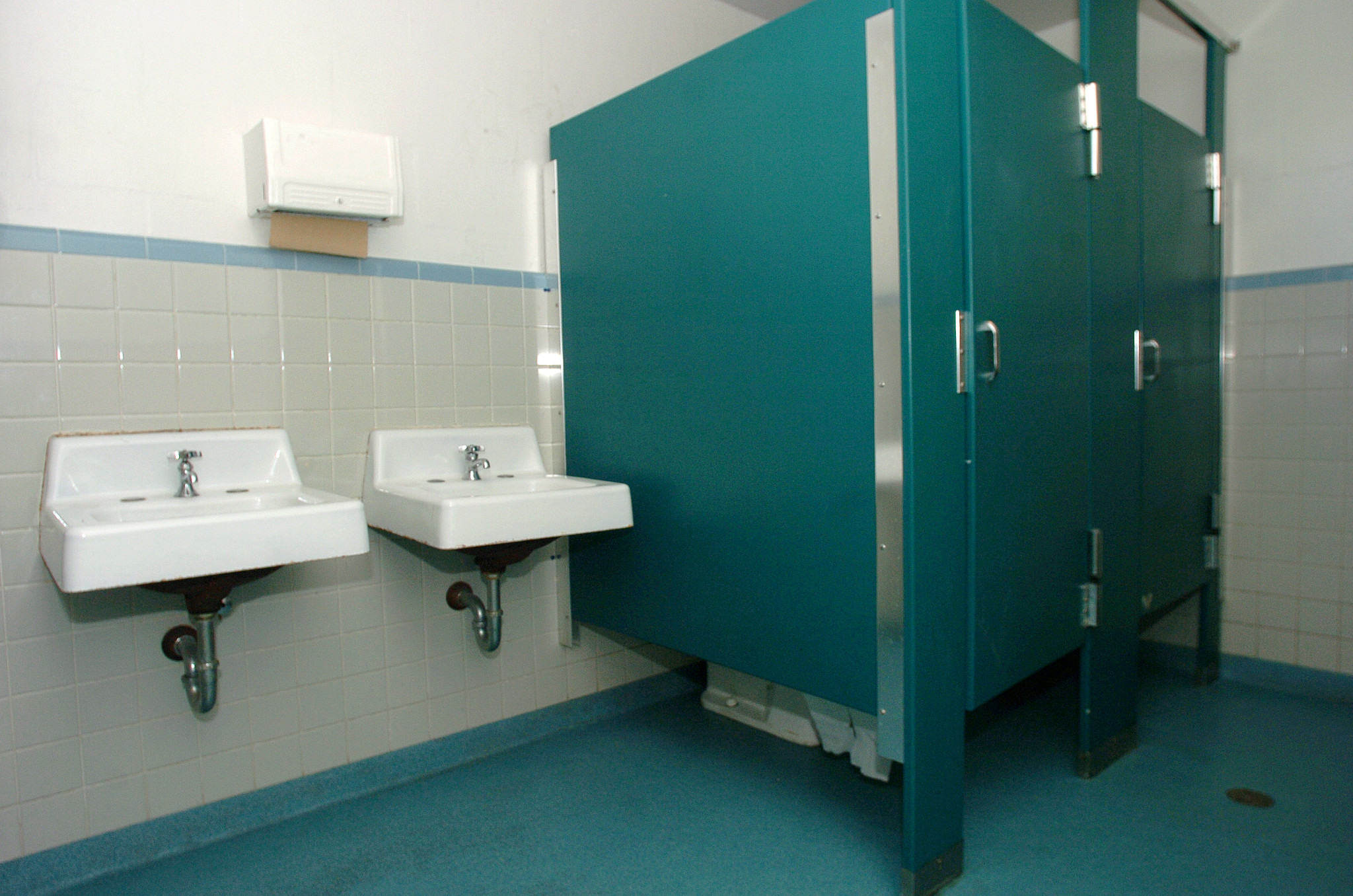 dirty school bathrooms aren 39 t okay board member says orlando sentinel. Black Bedroom Furniture Sets. Home Design Ideas