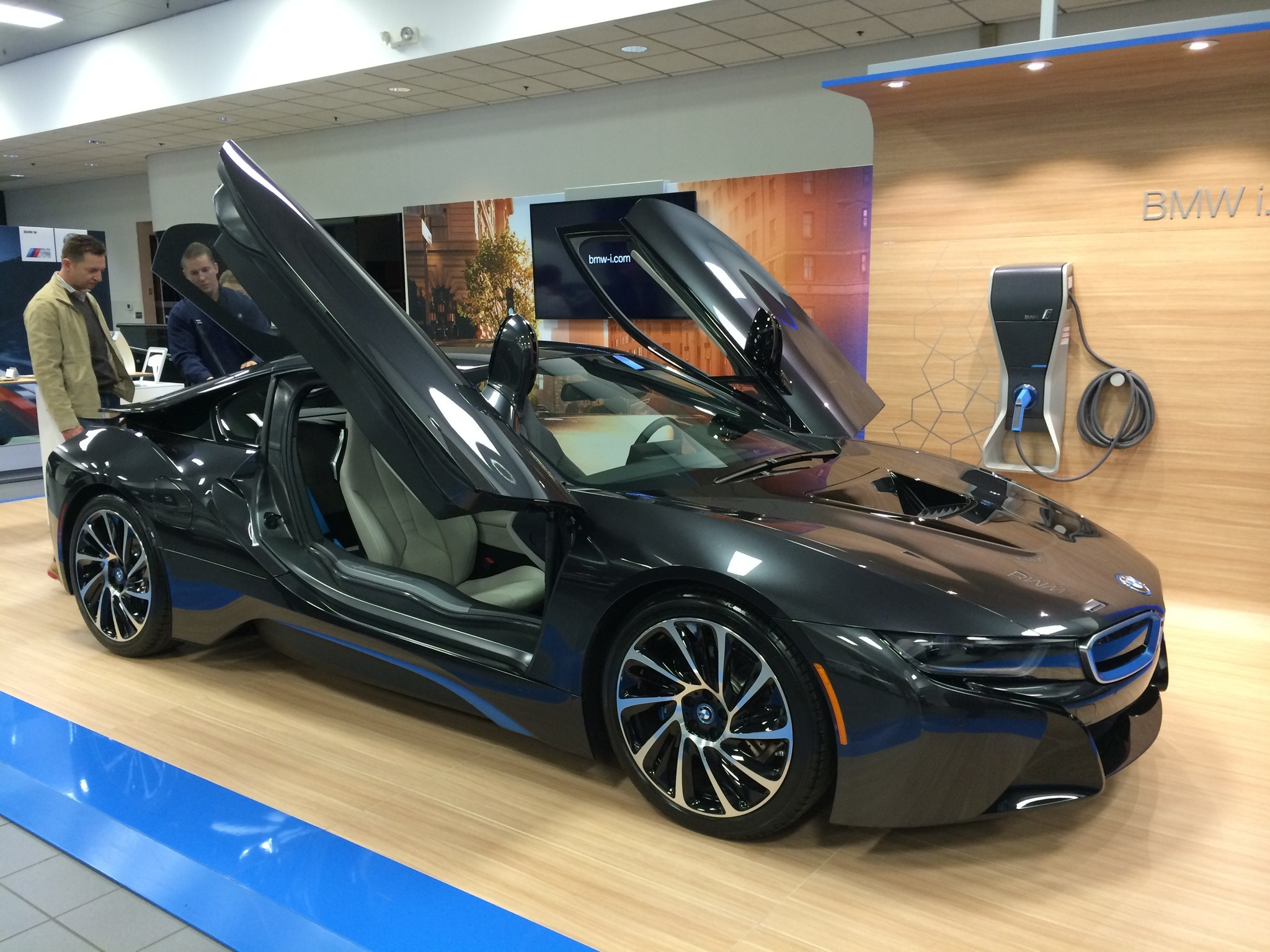 Rare Bmw I8 Sports Car Auctioned By New Country Nets 30 000 For