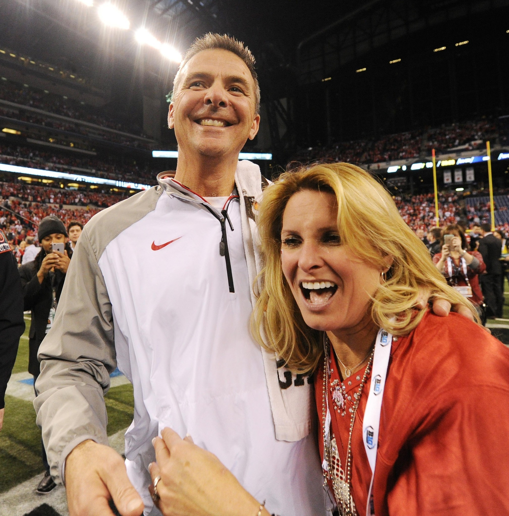 Urban Meyer S Wife S Hair Catches Fire At Birthday Party