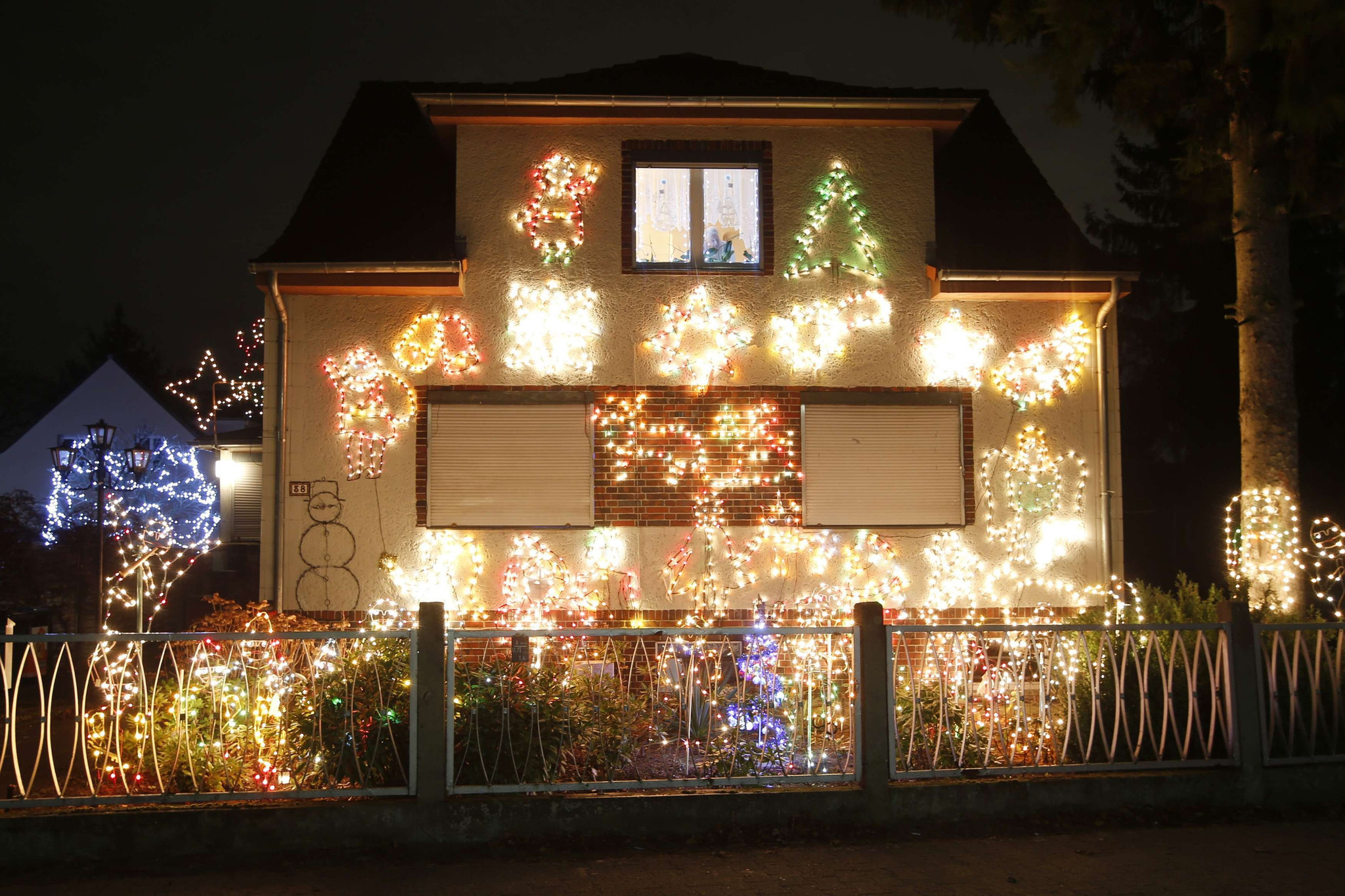 What If Clark Griswold Had Used Led Christmas Lights