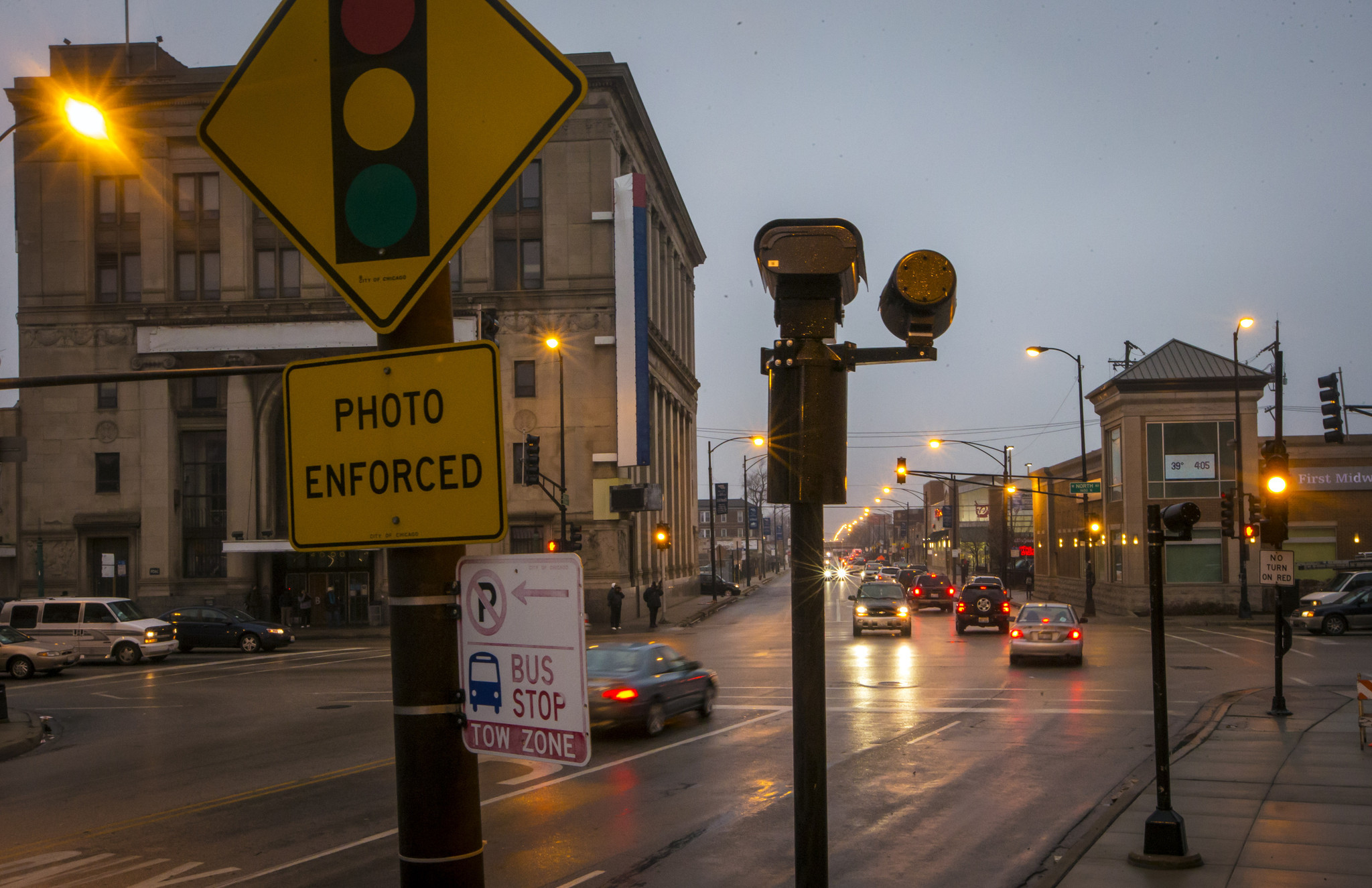 Many Red Light Cameras Put In Low Crash Areas, Tribune Study Finds   Chicago  Tribune