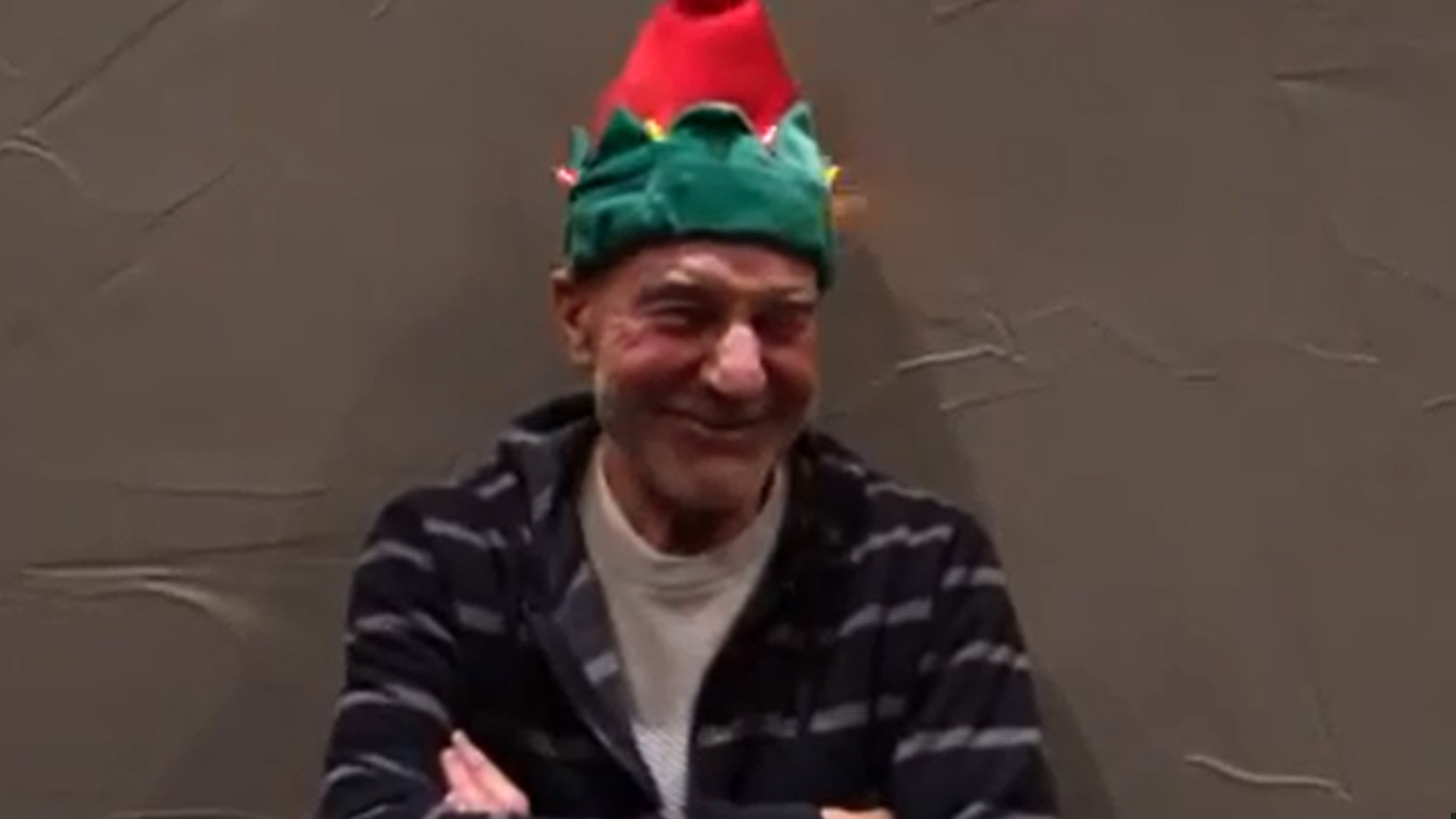 Patrick Stewart and his delightful Christmas hat - Chicago ...
