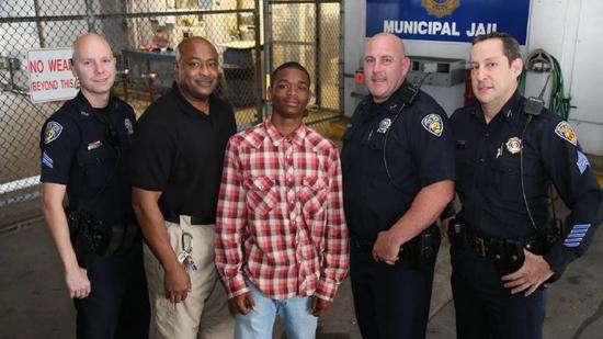 Photo: Fort Lauderdale police officers and teen