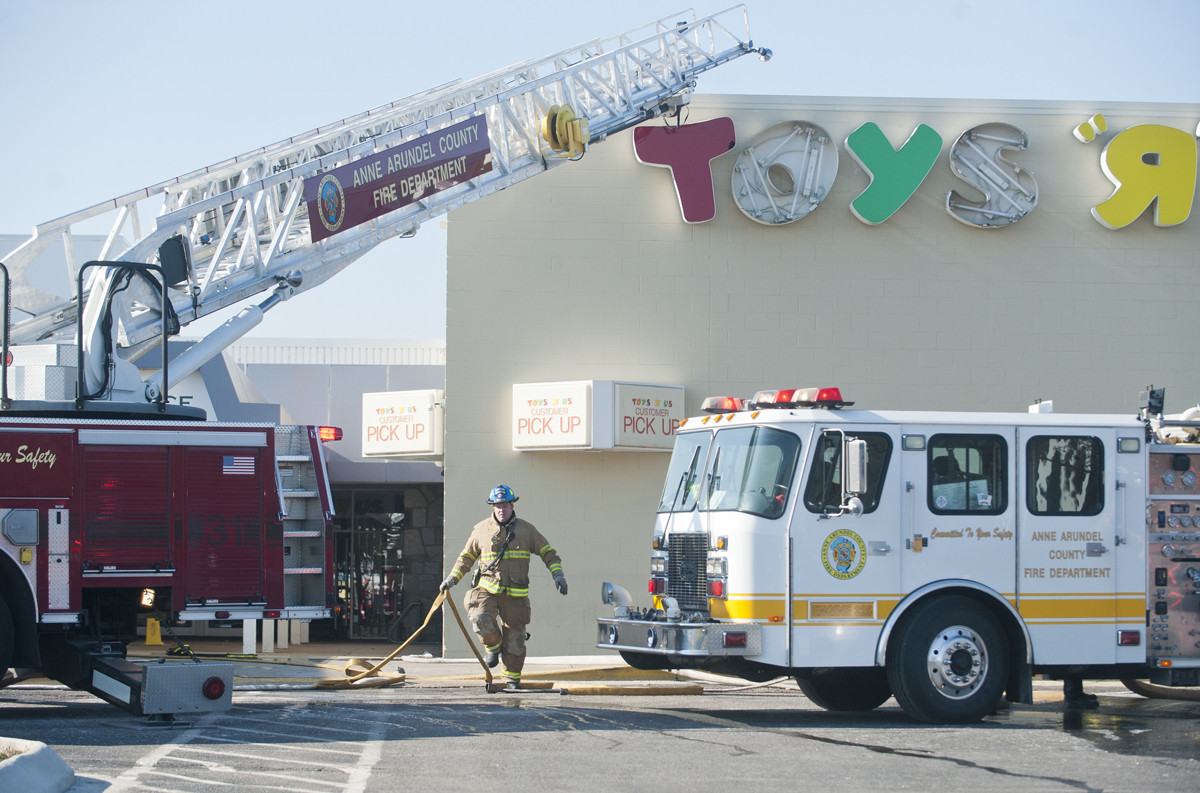 Toys R Us Fire Maryland Gazette