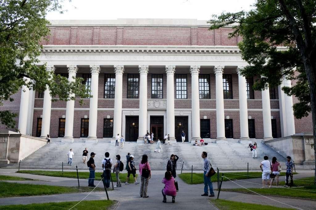 Harvard Bans Professor Undergrad Romances California Schools Not So Much