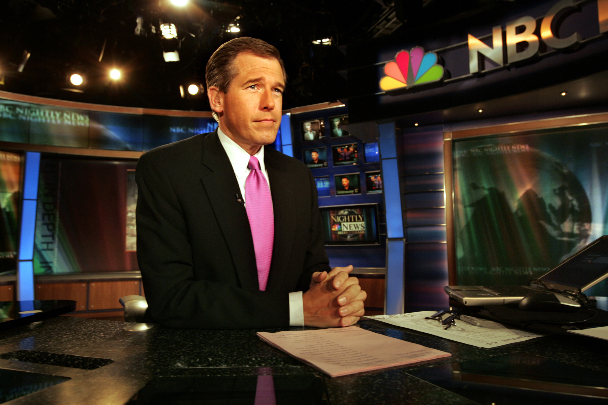 nbc 39 s brian williams in stunning fall from grace gets six month suspension chicago tribune. Black Bedroom Furniture Sets. Home Design Ideas