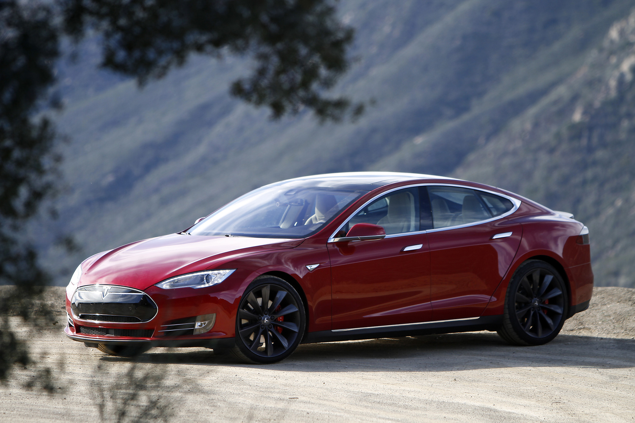 review the sublime tesla model s p85d la times. Black Bedroom Furniture Sets. Home Design Ideas