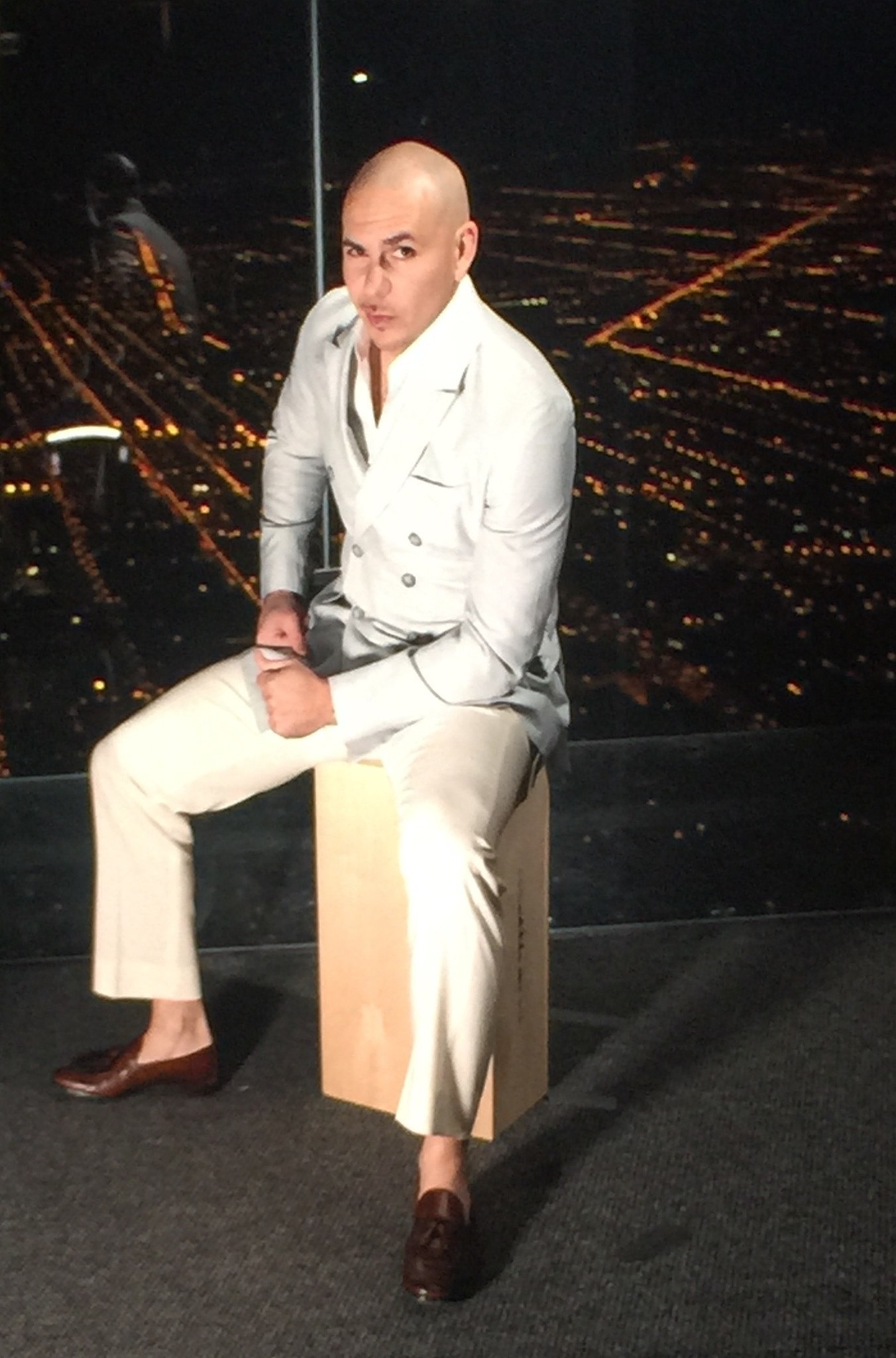 Sighting Pitbull Visits Willis Tower S Skydeck Chicago