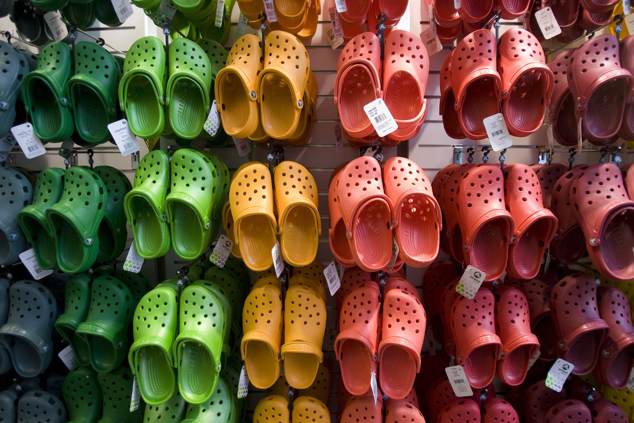 0ec5dcff61c5d4 Crocs comeback  The return of the ugly shoe - Chicago Tribune