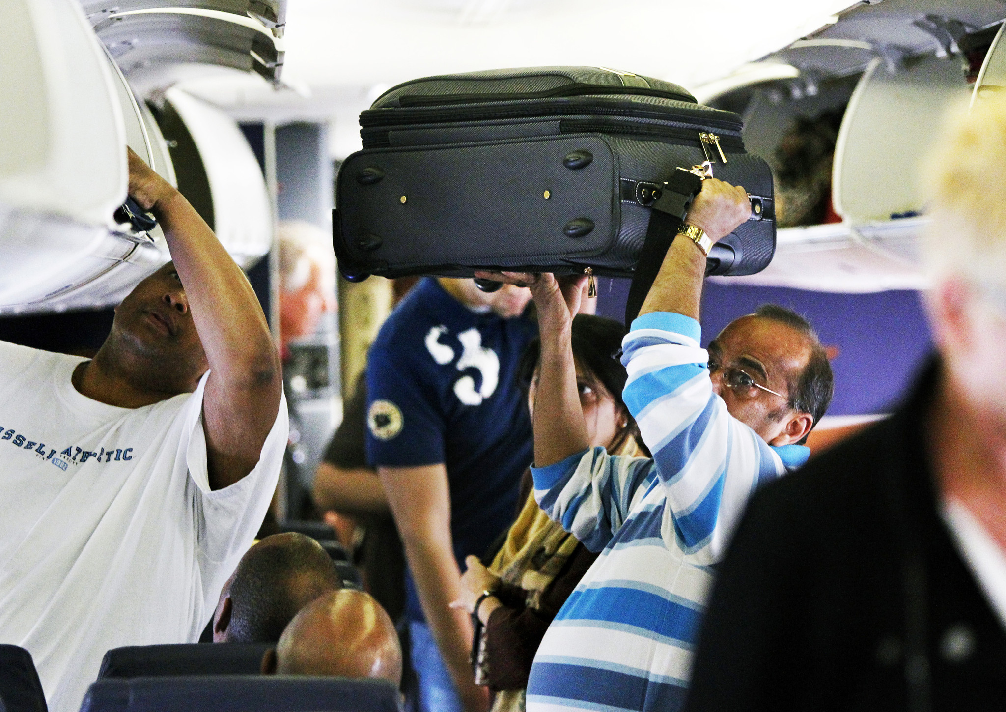 Should airlines charge for weight of carry-on bags  - Chicago Tribune 6169acfc85684