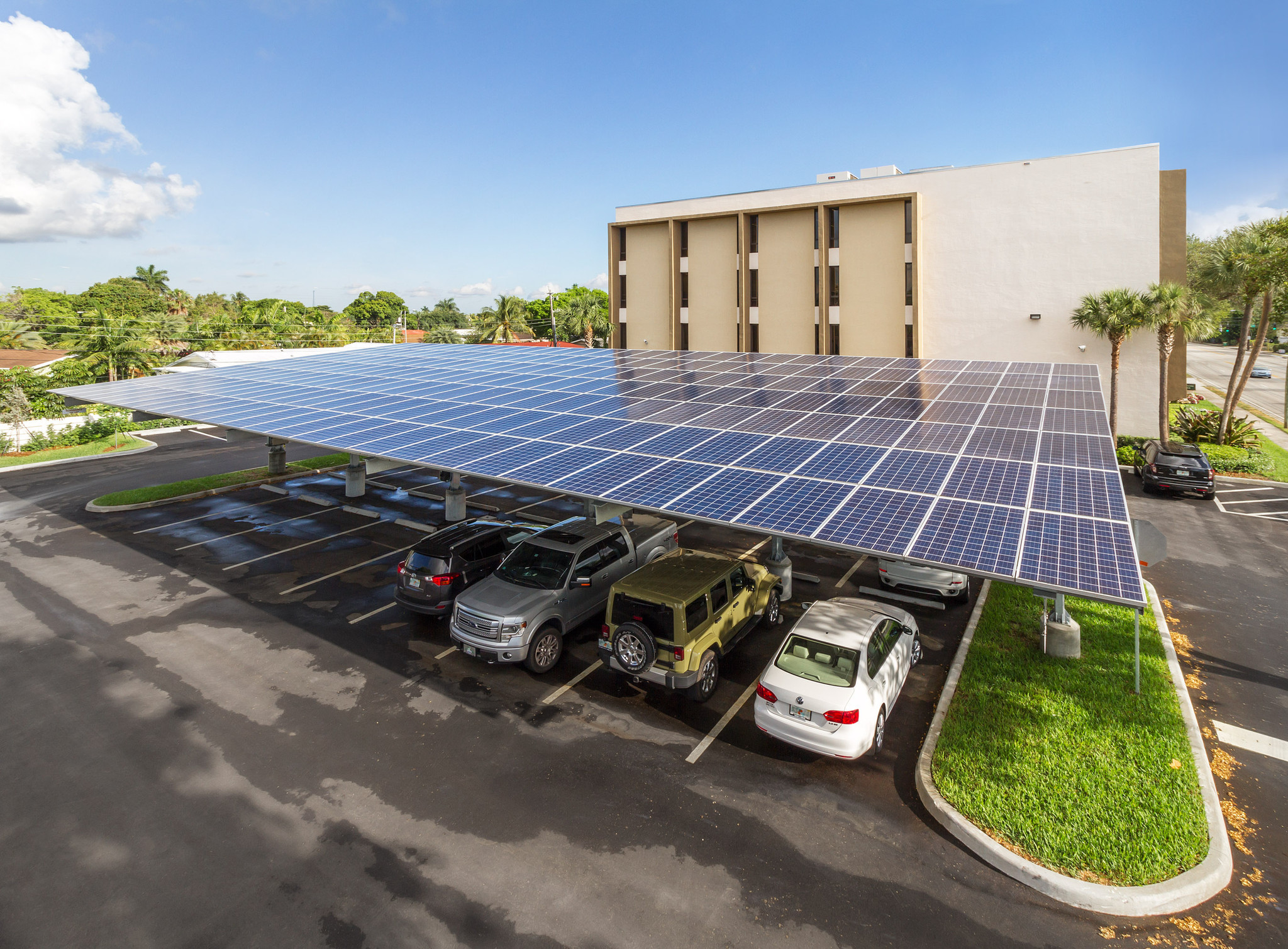 Building Company Moss Completes Solar Panel Parking Canopy