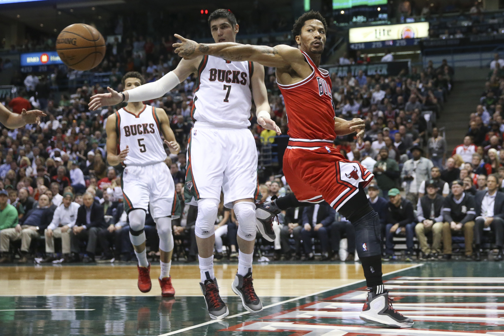 579f9c8e8f3 Derrick Rose scores 34 in double-overtime win  Bulls up 3-0 in series