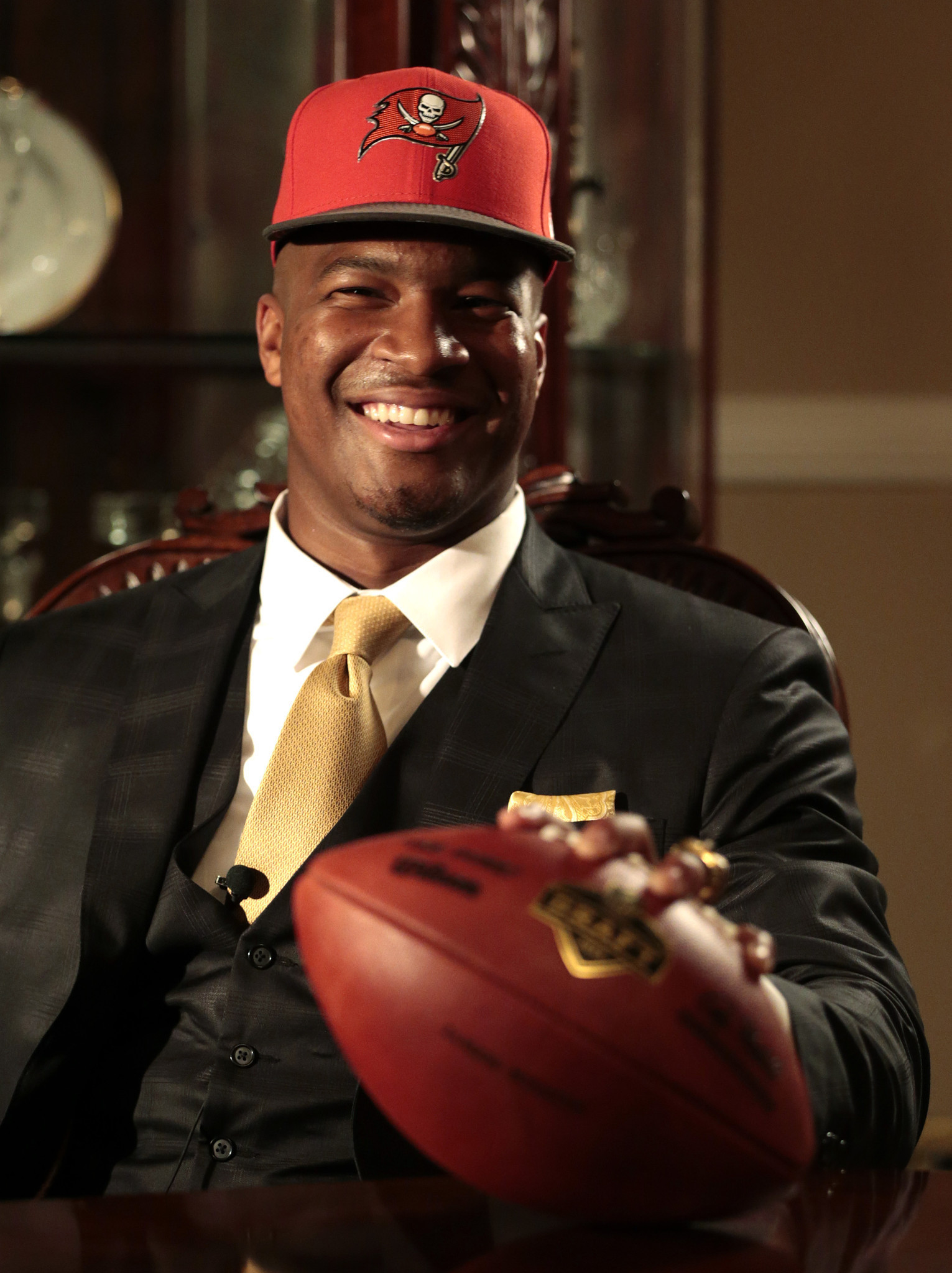 Jameis Winston Signs Contract With Tampa Bay Bucs Buys