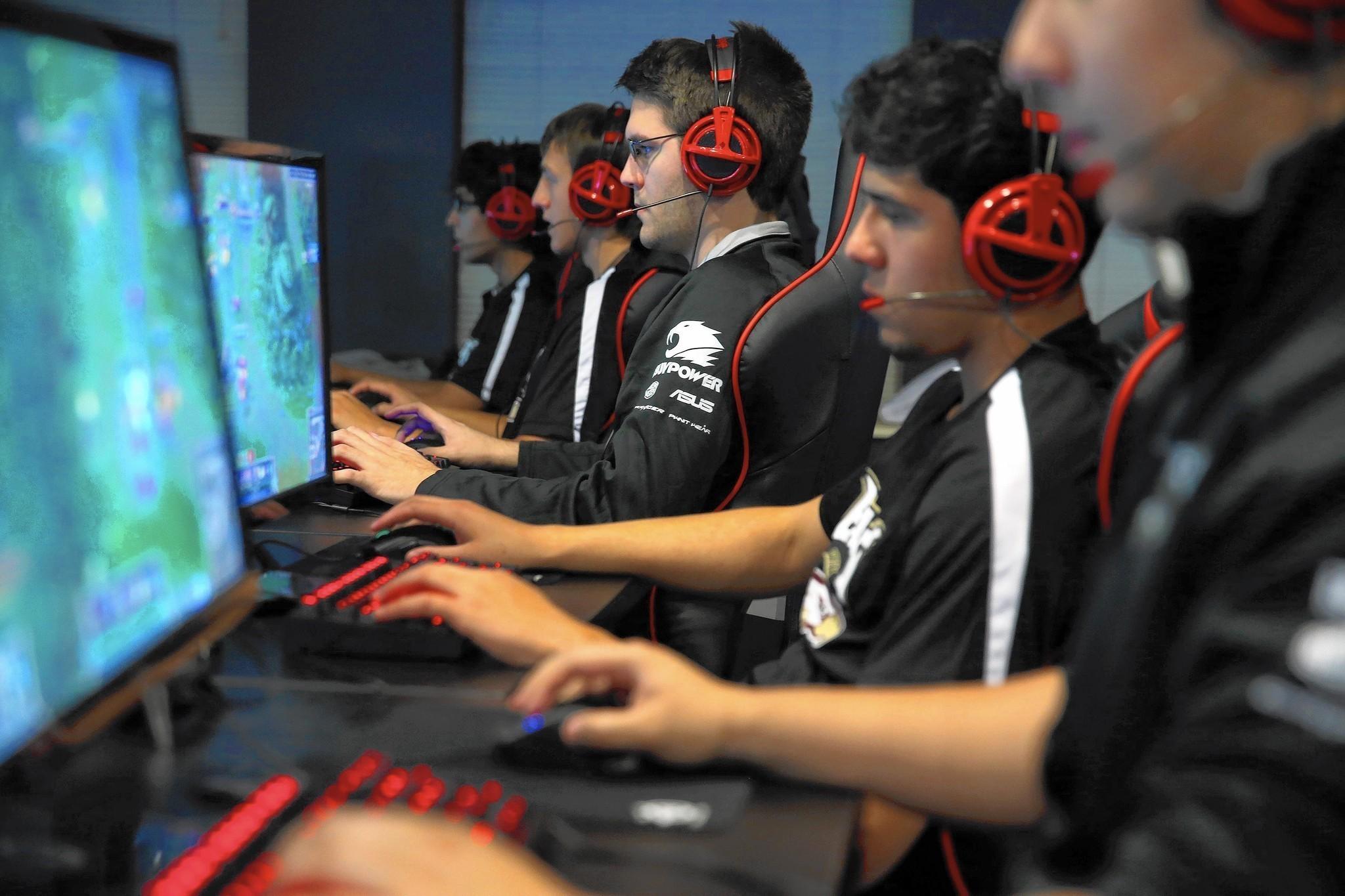 ct-robert-morris-video-game-championship-20150501