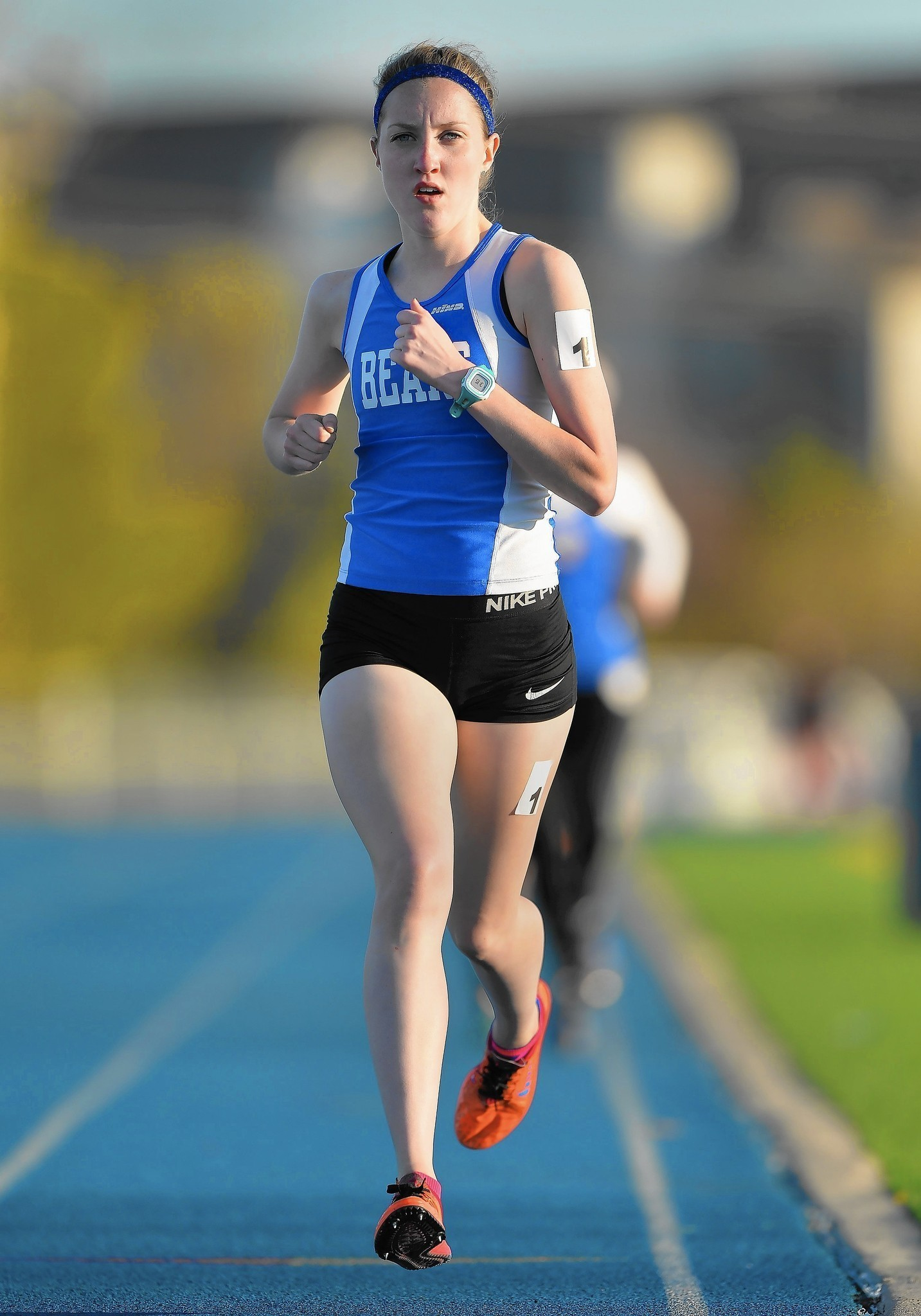 Girls Track And Field Lake Zurich Runner Caitlin Shepard Chases 2 Mile Mark Lake Zurich Courier