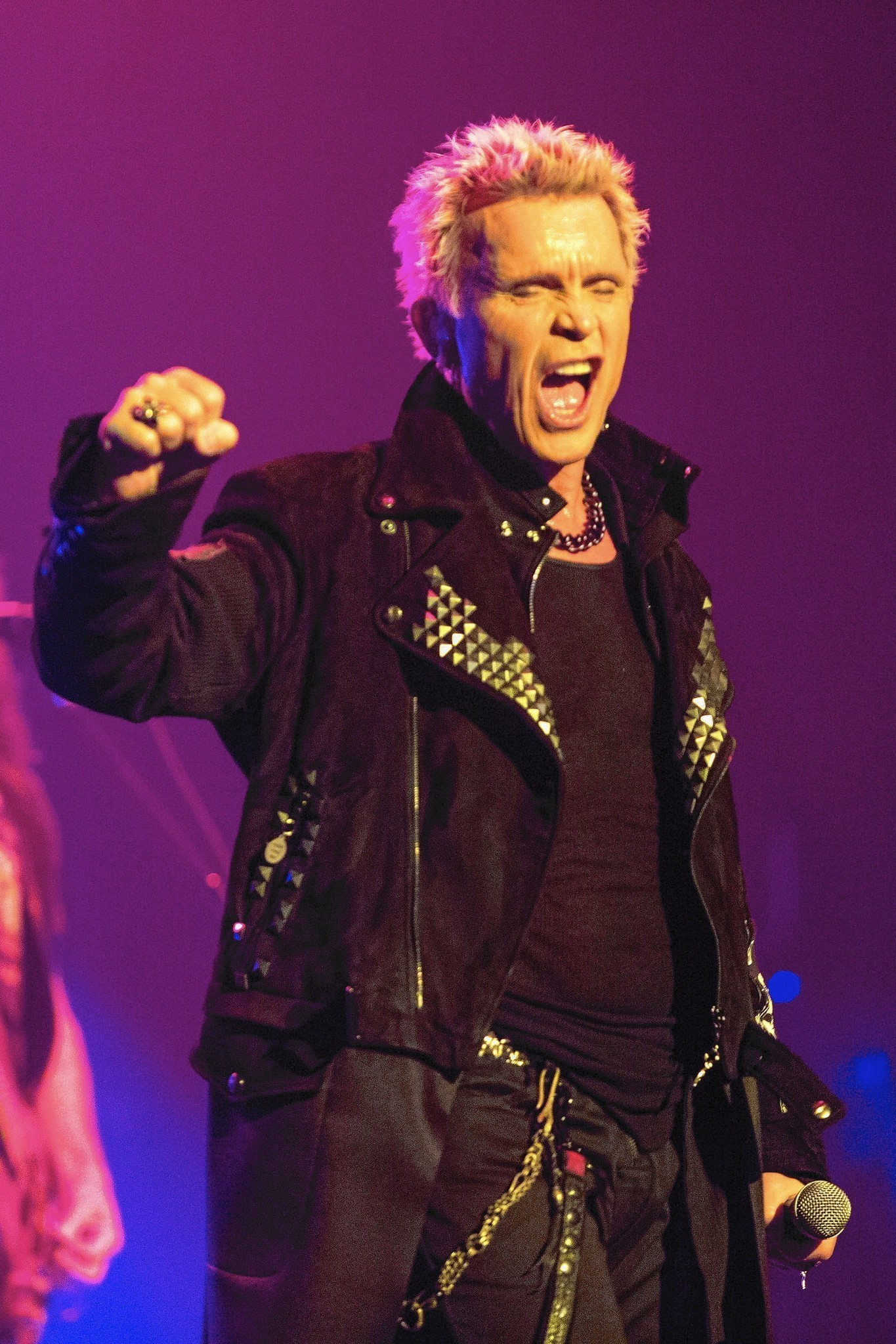 Billy Idol sued for standing up groupie